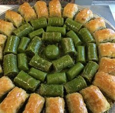 Baklava ve fıstıklı sarma Fish And Meat, Fish And Seafood, Turkish Sweets, Arabic Sweets, Turkish Recipes, Italian Recipes, Turkish Baklava, Turkish Kitchen, Fresh Fruits And Vegetables