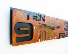 Superados en número III reloj de pared grande por All15Designs