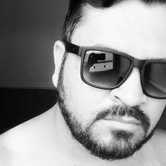Viver é melhor que sonhar!! #boanoite #BOANOITEE #goodmorning #goodnight #bomdiaa #bomdia  #boatarde  #boatardee #leanndroallves  #pb #brancoepreto #pretoebranco #mundopretoebranco #fotopretoebranco #picblackandwhite #picpretoebranco #frasesleanndroallves  #Itaquaquecetuba #itaqua #itaquacity #pretonobranco #photography #photo #me #oculos #carademal