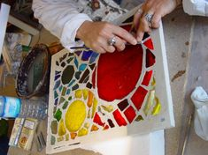 Mosaïque en dalle de verre - Maison de la Mosaïque Contemporaine Stained Glass Designs, Faceted Glass, Mosaic Art, Tiffany, Glass Art, Stage, Glow, Inspiration, Ideas