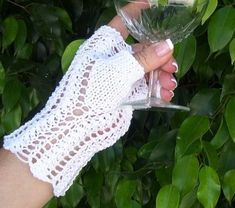 Mönster: halvvantar Always and Forever For Your Legs, Always And Forever, Fingerless Gloves, Arm Warmers, Ravelry, Crochet Top, Knitting, Women, Hands