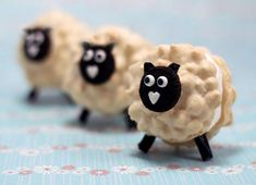 Little Lamb Macarons... those are mini-Oreos on the heads and licorice legs and ears.