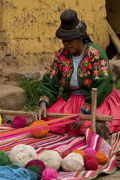 Travel Inspiration for Peru - tissage, Pérou We Are The World, People Of The World, Peru Wedding, Bolivia, Peru Ecuador, Mexico Culture, Equador, Inca, Peru Travel