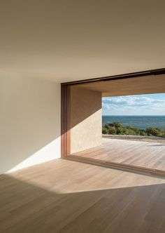 Montauk House by John Pawson. Flush detailing from interior to exterior, connecting the indoors and outdoors and lengthening the space. Minimalist Architecture, Space Architecture, Architecture Details, Ancient Architecture, Sustainable Architecture, Interior And Exterior, Interior Design, Interior Ideas, Luz Natural