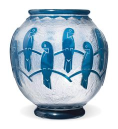 A Daum Art Deco Cameo Glass Vase CIRCA 1920 Overlaid and acid-etched in high relief with stylised parrots, engraved Daum Nancy France Art Nouveau, Art Deco Design, Glass Design, Vases, Art Deco Glass, Coldworked Glass, Blown Glass, Keramik Vase, Crushed Glass