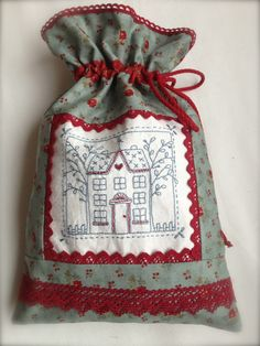 Romelia's Cottage Drawstring Bag Pattern, Sewing Crafts, Sewing Projects, Homemade Bags, Baby Patchwork Quilt, Lavender Bags, Wool Embroidery, Fabric Journals, Christmas Sewing