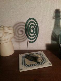 蚊取り線香立て Wire Crafts, Diy And Crafts, Arts And Crafts, Peg Bag, Yard Furniture, Mosquitoes, Incense Holder, Ceramic Jewelry, Craft Tutorials