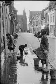 Kampen - the - Netherlands - 1956 © Henri Cartier-Bresson / Magnum Magnum Photos, Robert Doisneau, Magnum Fotografie, Vintage Photography, Street Photography, Urban Photography, Minimalist Photography, Color Photography, Old Photos