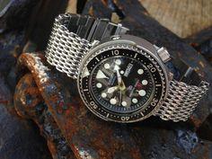 Seiko Quartz 300m Tuna 7549-7010 SQ Diver on 22mm SHARK Mesh watch band, the Mailanese Mesh.