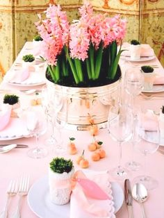 Pretty Tablescape. #tablesettings