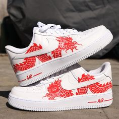 Handpainted red dragon Nike Air Force Because it is a handpainted design all pairs will slightly differ, but still look amazing! Shipping costs from the NEDERLANDS. Feel free to contact me if there are any problems Nike Air Force One, Nike Shoes Air Force, Air Force 1, Custom Painted Shoes, Custom Shoes, Custom Sneakers, Nike Custom, Vans Sneakers, Adidas Shoes