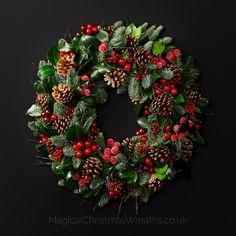35 Gorgeous Christmas Wreaths Design Ideas For Your Front Door Decor Christmas Door Wreaths, Holiday Wreaths, Christmas Lights, Christmas Crafts, Christmas Decorations, Christmas Reef, Wreaths And Garlands, Natural Christmas, Magical Christmas