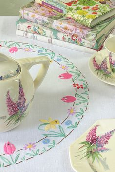 We are pleased to announce that more vintage stock has arrived in the Vintage Home shop today. There is a particularly pretty theme to th. Very Merry Christmas, Vintage Christmas, Christmas Time, Cozy Cottage, Garden Cottage, Yellow Cottage, Cottage Living, Country Living Magazine, Granny Chic