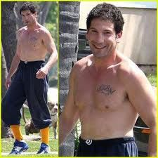 Walking Dead's Jon Bernthal: Shirtless Dog Walk! Jon Bernthal goes shirtless and wears his sweatpants high up on his waist as he takes his dog for a walk on Thursday (April in Los Angeles. Beautiful Person, Beautiful Men, Beautiful People, Dog Walking, The Walking Dead, Jon Bernthal Punisher, John Bernthal, Punisher Marvel, Man Crush
