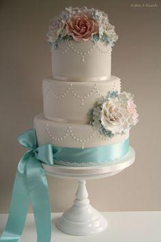 Roses & Pearls wedding cake