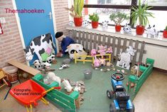 boerderijhoek, palets als hecken, en Classroom Displays, Classroom Decor, Farm 2017, Role Play Areas, Farm Unit, Farm Kids, Farm Activities, Toddler Preschool, Preschool Farm