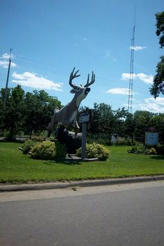 Roadside Attractions - Giant leaping deer. Actually about the third one seen on the trip.