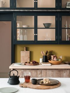 We saw so many beautiful kitchen trends in tons of marble, rich blue and black cabinets, open shelving, and a mix of materials Green Kitchen, New Kitchen, Kitchen Dining, Kitchen Decor, Kitchen Cabinets, Rustic Kitchen, Awesome Kitchen, Kitchen Modern, Kitchen Walls