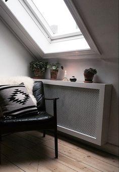 Gør din lejlighed smukkere med denne superfine radiatorskjuler, som du selv kan lave derhjemme.