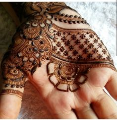 """Practice is the key 🍃 """" Don't get frustrated by your trials and hardship. Surely you can't expect life to be one smooth road. Beautiful Henna Designs, Best Mehndi Designs, Bridal Mehndi Designs, Mehandi Designs, Henna Ink, Henna Mehndi, Hand Henna, Henna Tattoos, Mehendi"""