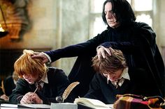 """Today we have a great collection of some """"Top 24 Harry Potter Memes English"""" that are so hilarious and humor.Just read out these """"Top 24 Harry Potter Memes English"""" and keep… Memes Do Harry Potter, Harry Potter Funny Pictures, Mundo Harry Potter, Harry Potter Fandom, Potter Facts, Harry Potter Twilight, Johnny Depp, Desenhos Halloween, Twilight Book"""