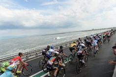 TDF 2015 The peloton riding by the North Sea (Fotoreporter Sirotti)