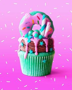 I don't have a name for this I want something cute, fun and playful. Yummy Treats, Sweet Treats, Yummy Food, Dessert Kawaii, Cupcake Recipes, Cupcake Cakes, Kreative Desserts, Apple Cinnamon Rolls, Rainbow Food