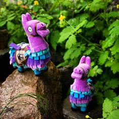 Plyšová Lama z hry Fortnite na výlete v prírode. Battle Royale, Christmas Ornaments, Holiday Decor, Character, Home Decor, Art, Craft Art, Room Decor, Christmas Jewelry