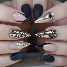 Are you looking for fall acrylic nail colors design for this autumn? See our collection full of cute fall acrylic nail colors design ideas and get inspired! Gorgeous Nails, Pretty Nails, Black Gold Nails, Pointed Nails, Stiletto Nails, Fall Acrylic Nails, Toe Nail Designs, Hot Nails, Fancy Nails