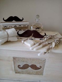 Πλήρες πακέτο βάπτισης. Το πακέτο περιλαμβάνει τη λαμπάδα, το μπαούλο ή τη τσάντα, τα λαδόπανα, το σετ λαδιού, το ρούχο, τα παπούτσια και το στολισμό του πακέτου. Επιλέγετε τους κωδικούς που αναφέρουν ότι περιλαμβάνονται στο πακέτο, δημιουργείστε το πακέτο βάπτισης όπως σας αρέσει. Ο συνδυασμός αυτός είναι προτεινόμενος.