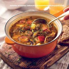 Potrawka wiejska z Krajanką Warzywną, kiełbasą, ziemniakami i papryką. To świetny sposób na szybki i sycący obiad. Poznaj przepisy i inspiracje WINIARY