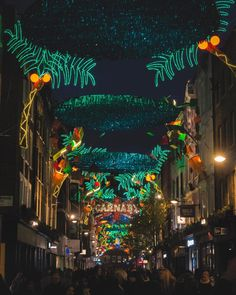Weird jungle grow and spreads at Carnaby Street ... #xmas #christmasdecor #carnabystreet #cityjungle #greenlight #igers #igerslondon #londongram #thisislondon #igersoftheday #igersdaily #daily #dailypost #iglife #explorer #explore #neverstopexploring #lookaround #serialtraveler #exklusive_shot #beautifuldestinations #visualoftheday #ig_LondonUK #kings_villages #agameoftones #toplondonphoto #ig_masterpiece #visitlondon #picoftheday