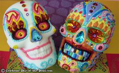Making sugar skulls is a fun way to celebrate Mexico's Day of the Dead. Learn how to make a life-size sugar skull in this detailed step-by-step demo. Halloween Baking, Halloween Drinks, Halloween Treats, Sugar Skull Art, Sugar Skulls, Skull Mold, All Souls Day, All Saints Day, Day Of The Dead Skull