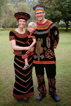 beautiful couples  dres with the Cammeroonian west traditional cloths.
