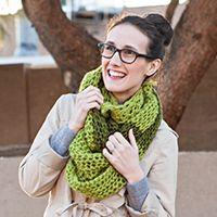 "Knit a Gorgeous Two-Toned Colour-Block Chunky Scarf+(via+<a+href=""http://craft.tutsplus.com/tutorials/knitting/knit-a-gorgeous-two-toned-colour-block-chunky-scarf/"">craft.tutsplus.com)"