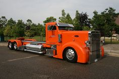 Now That's an Orange Peterbilt? How long is this thing? Big Rig Trucks, Semi Trucks, Cool Trucks, Cool Cars, Bagged Trucks, Custom Peterbilt, Peterbilt Trucks, Dually Trucks, Peterbilt 379