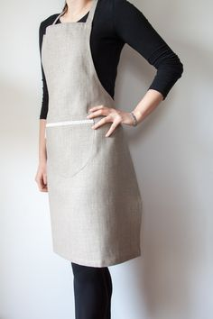 Charming full linen apron with little white lace and useful pocket. It has adjustable tie and fits all sizes from XS to L. Material: 100% linen. so linen! so elegant! so natural! ♥