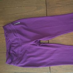 Reebok cropped leggings Cropped purple leggings, fun color, lightly used. No rips or pulls! Reebok Pants Leggings