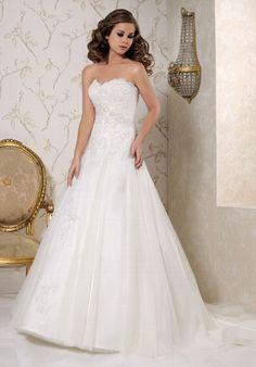 Romantisch verspieltes A-Linien Hochzeitskleid aus Satin und Tüll mit Spitzenapplikationen in verschiedenen Weißtönen - von Benjamin Roberts