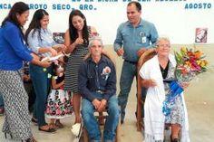 - Angelina Olvera Contreras del grupo San Juan Buenaventura y el señor Felipe Velázquez del Grupo de la tercera edad...