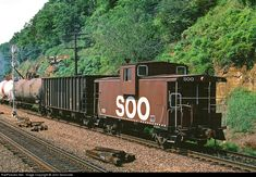 Net Photo: SOO 119 Soo Line International Extended Vision Caboose at Hastings, Minnesota by John Sesonske Train Tracks, Train Rides, Canadian Pacific Railway, Railroad History, Choo Choo Train, Railroad Photography, Norfolk Southern, Rail Car, Old Trains