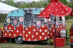 148548487694400890 vintage caravans - caravans Pretty decorated with original paintings. Trailers Camping, Vintage Campers Trailers, Retro Campers, Cool Campers, Vintage Caravans, Camping Glamping, Camper Trailers, Happy Campers, Camping Ideas