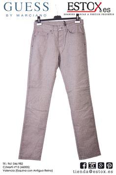 Pantalones unisex GUESS casi 100% algodón a un increíble precio. Si eres  soci  te realizamos un 10% de descuento con lo que tan sólo te costarán  22´40 ... e4b82b1c3b50