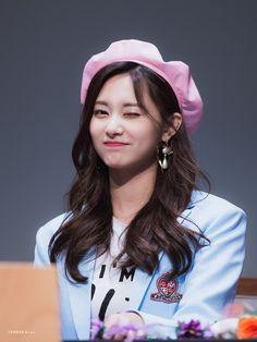 Twice-Tzuyu 180428 Fansign Event Kpop Girl Groups, Korean Girl Groups, Kpop Girls, Extended Play, Nayeon, Filial Piety, Twice Tzuyu, Oppa Gangnam Style, Sana Momo
