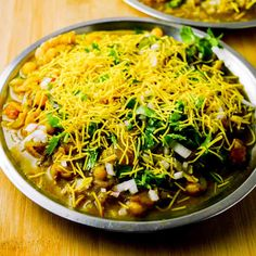 Masala Puri, Garam Masala, Coriander Seeds, Fennel Seeds, Appetizer Recipes, Appetizers, Green Peas, Lime Wedge, Chaat