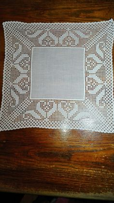 This Pin was discovered by Tub Crochet Doily Diagram, Crochet Doily Patterns, Filet Crochet, Crochet Doilies, Crochet Lace, Crochet Table Runner, Crochet Tablecloth, Diy Crafts Crochet, Diy And Crafts