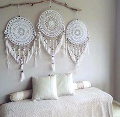 Handmade Home Decor Handmade Home Decor, Diy Home Decor, Dreamcatcher Crochet, White Dreamcatcher, Los Dreamcatchers, Doily Dream Catchers, Dream Catcher Bedroom, Making Dream Catchers, Dream Catcher Decor