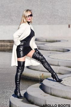 Comtesse Monique in Arollo Boots and leather gloves. This time in contrasting white coat. Black Thigh High Boots, High Heel Boots, Heeled Boots, Miss Mosh, Sexy Stiefel, Over The Knee Boot Outfit, Lady, Leder Outfits, Legging
