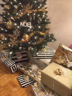 Gold Christmas, Gift Wrapping, Gifts, Gift Wrapping Paper, Presents, Gifs, Gift Packaging, Present Wrapping, Wrapping Gifts