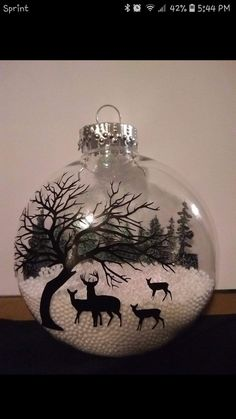 Discover Art Inspiration Ideas Styles Holiday Decorating – DIY World Vinyl Ornaments, Painted Christmas Ornaments, Diy Christmas Ornaments, Diy Christmas Gifts, Christmas Art, Christmas Projects, Christmas Decorations, Holiday Decorating, Glitter Ornaments